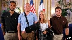 Alek Skarlatos, Spencer Stone y Anthony Sadler fueron homenajeados también por la embajadora de EE.UU. en Francia, Jane Hartley.
