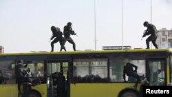 중국 공안당국 대테러 병력이 지난 5월 장시성 이춘에서 훈련을 진행하고 있다. (자료사진)
