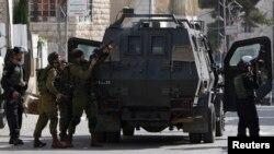 Pasukan Israel mengamankan kota Hebron dalam demo anti Israel di sana (foto: dok). Tiga remaja Israel diculik dan ditemukan tewas pada bulan Juni di dekat Hebron, Tepi Barat.
