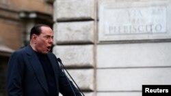 Mantan Perdana Menteri Italia Silvio Berlusconi berpidato dalam demonstrasi yang memrotes tuduhan kecurangan pajak terhadap dirinya (4/8).