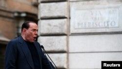 Cựu Thủ tướng Silvio Berlusconi phát biểu trong một cuộc mít tinh phản đối cáo buộc rằng ông trốn thuế (ảnh tư liệu, ngày 4/8/2013).