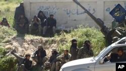 알카에다 시리아 지부인 누스라전선 병사들이 이들리브 주에 주둔하고 있는 사진이 지난달 25일 누스라전선 트위터 페이지에 공개됐다.