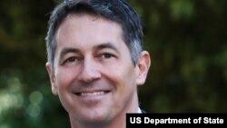 Konsul Jenderal AS untuk Belanda, Randy Berry, yang diangkat menjadi utusan internasional urusan hak kelompok gay.