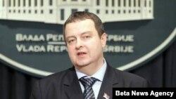Premijer Srbije Ivica Dacic izjavio je danas da je Srbija daleko od potpisivanja dogovora i sporazuma sa predstavnicima vlasti u Prištini o pitanju zajednice srpskih opština na Kosovu
