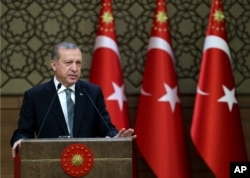 Turkey's President Recep Tayyip Erdogan addresses local administrators at his palace in Ankara, May 4, 2016, amid long-denied tensions with Prime Minister Ahmet Davutoglu.