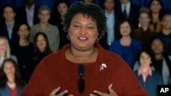 Stacey Abrams, kandidat dalam pemilihan gubernur Georgia November lalu, ketika memberi tanggapan pidato kenegaraan Presiden AS Donald Trump, Selasa (5/2).