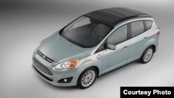 Mobil Ford jenis C-MAX Solar Energi Concept dalam gambar yang disediakan oleh perusahaan.