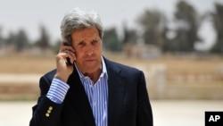 18일 요르단의 시리아 난민촌을 방문한 존 케리 미국 국무장관.