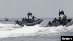 Hải quân Philippines trong một cuộc tập trận với hải quân Mỹ ngoài khơi phía tây Manila.