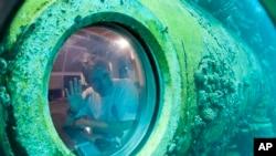 Fabien Cousteau à bord d'Aquarius (Photo AP)