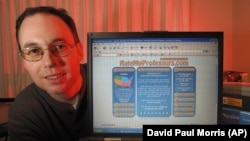 John Swapceinski, president and founder of RateMyProfessors.com in his Menlo Park, Calif., in 2003.
