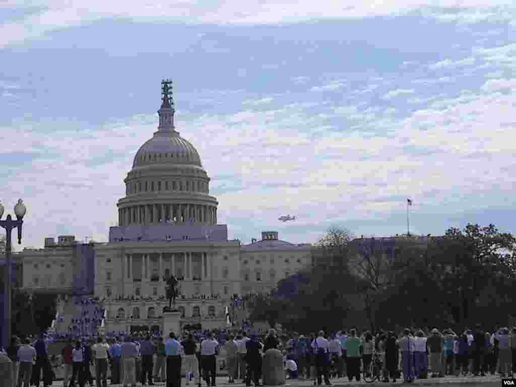 El Capitolio fue testigo de otro acontecimiento histórico, el último vuelo del Discovery.