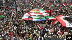 People with Egyptian, Palestinian and Arab flags gather during a demonstration at Tahrir Square in Cairo, May 13, 2011