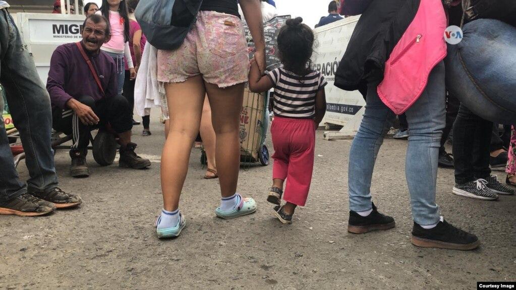 Dân Venezuela đổ tới biên giới với Colombia hy vọng nhận được hàng viện trợ của Mỹ, ngày 8/2/19.