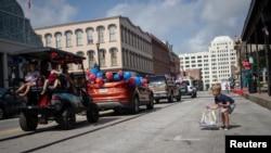 Parada u znak proslave 4. jula na ulicama Galvestona u Teksasu ove godine je bila skromna zbog pandemije koronavirusa.