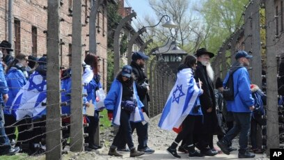 thousands visit auschwitz for yearly holocaust memorial event