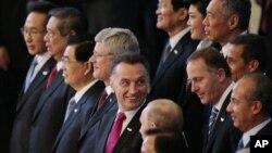 Para pemimpin yang menghadiri KTT APEC di Vladivostok, Rusia, tampak Presiden Susilo Bambang Yudhoyono kedua dari kiri di barisan depan (foto: 9/9).