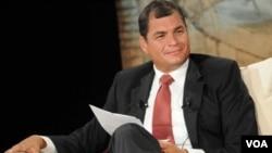 """Correa llegó a la presidencia bajo el eslogan y promesa de que daría """"correazos"""" a la corrupción."""