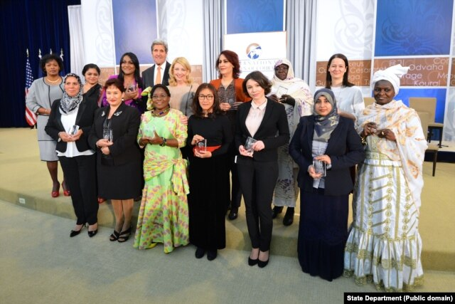 U.S. Secretary of State John Kerry and U.S. Ambassador-at-Large for Global Women's Issues Cathy Russell pose for a photo with the 2016 Secretary of State's International Women of Courage Award winners at the U.S. Department of State in Washington, D.C., on March 29, 2016.