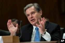 크리스토퍼 레이 연방수사국(FBI) 국장이 10일 상원에서 열린 안보 청문회에서 증언하고 있다.