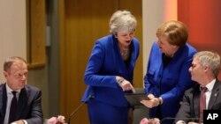 (Soldan sağa) AB Komisyonu Başkanı Donald Tusk, İngiltere Başbakanı Theresa May ve Almanya Başbakanı Angela Merkel
