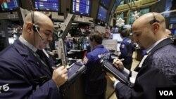 Los inversionistas extrajeron de Fondos el año pasado 49 mil millones de dólares para comprar acciones.
