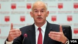 PM Yunani George Papandreou sedikit lega atas penilaian positif UE dan IMF.