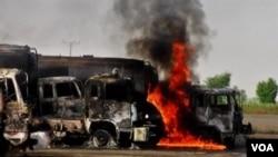 29 truk-truk tanki bahan bakar NATO dibakar militan bersenjata di Baluchistan, Pakistan baratdaya.