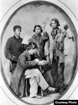 Two Union officials swearing in two Native American Civil War recruits. According to Bigford, the recruit on right may have been Adam Scherf of Stockbridge, Wisconsin. Courtesy: Wisconsin Historical Society.