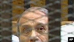 법정에 선 알-아들리 전 내무장관