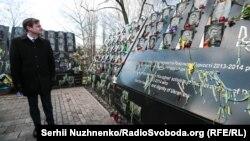 Заместитель госсекретаря США Дэвид Хэйл у мемориала героям Небесной сотни. Киев. 6 марта 2019 г.