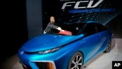 El FCV de Toyota es un auto que funciona con pila de hidrógeno. Estará a la venta en 2015.