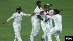 سری لنکا کی کرکٹ ٹیم نے پاکستان کو دو ٹیسٹ میچوں کی سیریز میں شکست دے دی۔ فائل فوٹو