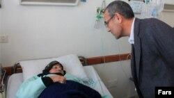 استاندار اردبیل، در حال عیادت از مصدومان انتشار گاز در بیمارستان حضرت ولیعصر مشگین شهر