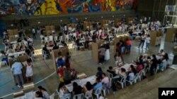 Des électeurs, lors des élections législatives en Colombie le 11 mars 2018