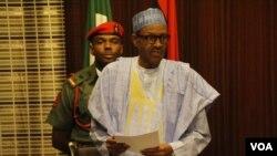 FILE - Nigerian President Muhammadu Buhari, speaking to reporters in Abuja, May 19, 2016. (C. Stein/VOA)