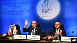 د ترکیې جمهور رئیس اردوغان په استانبول کې د اسلامي هیوادونو د همکارۍ سازمان په غونډه کې د خبرو پر مهال