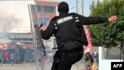 Affrontements entre forces de sécurité tunisiennes et manifestants dans la ville de Sejenane, Tunisie, 12 décembre 2017.