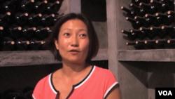 宁夏银色高地酿酒师高源(美国之音拍摄)
