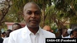 Abel Chivukuvuku, tio do funcionário