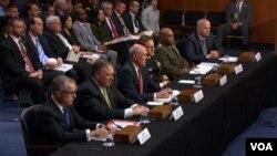 در این جلسه مدیران اطلاعات ملی آمریکا، سازمان مرکزی اطلاعات آمریکا، آژانس امنیت ملی و مدیر موقت اف بی آی حضور داشتند.