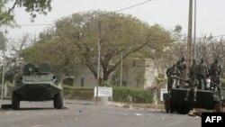 رهبر شورشیان نظامی مالی غارت کاخ ریاست جمهوری را تقبیح کرد