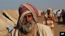 Người sắc tộc Yazidi đến được trại tị nạn Nowruz ở Derike, Syria, ngày 12/8/2014.