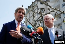 U.S. Secretary of State John Kerry (L) gestures next to U.N. Special Envoy on Syria Staffan de Mistura during a news conference in Geneva, Switzerland, May 2, 2016.