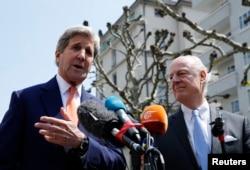 ລັດຖະມົນຕີຕ່າງປະເທດ ສະຫະລັດ ທ່ານ John Kerry (ຊ້າຍ) ແລະທູດພິເສດຕາງໜ້າ ຊີເຣຍ ທ່ານ Staffan de Mistura.