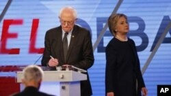 Bernie Sanders et Hillary Clinton lors du débat démocrate de Miami, 9 mars 2016