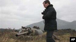 روسی صدر میدویدف نے پیر کے روز متنازع جزائر میں سے ایک کا دورہ کیا تھا
