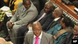 Zimbabwe's Finance Minster Tendai Biti addresses parliament during his presentation of the mid term fiscal policy statement in Harare (File Photo)