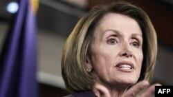 Dân biểu Nancy Pelosi, lãnh đạo khối thiểu số Hạ viện Hoa Kỳ đã chọn 3 trong số 12 thành viên của ủy ban nghiên cứu giảm nợ