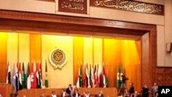 Líbia: Países do G8 debatem uma solução enquanto continuam os ataques aéreos